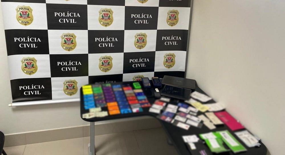 Material apreendido está sendo analisado. Polícia busca encontrar mais informações além de outros integrantes da quadrilha com a análise das apreensões. Foto: Polícia Civil do Estado de São Paulo.