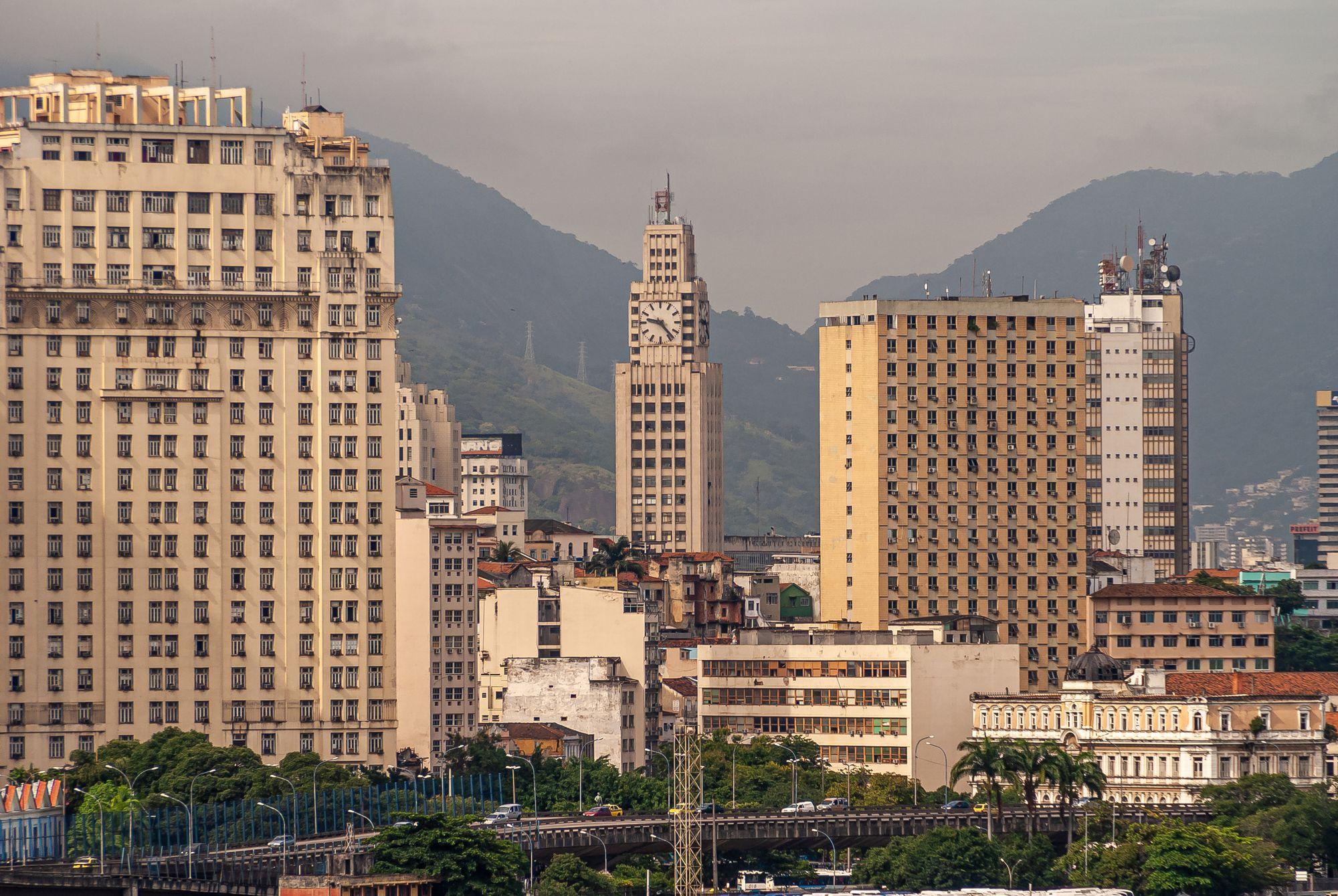 Escritórios híbridos e trabalho remoto é uma modalidade com bastante resistência por parte das empresas públicas no Brasil. Foto: ClaudineVM via iStock.