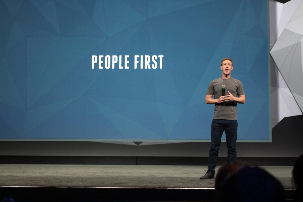 Em um comunicado publicado em sua própria rede social, Mark Zuckerbeg, CEO e fundador do Facebook disse que a rede social se preocupa com a segurança, bem-estar e saúde mental de seus usuários. Foto: Maurizio Pesce (CC BY 2.0).